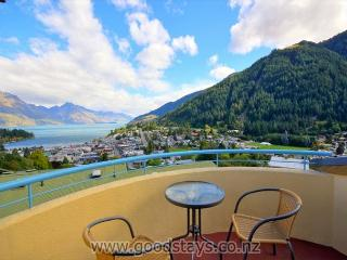 Comfortable Condo with Deck and Internet Access - Queenstown vacation rentals