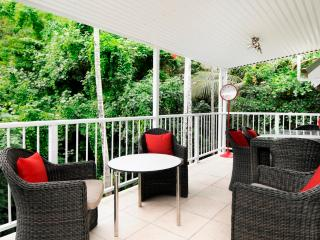 STUNNING OUTDOOR LIVING ON MACROSSAN STREET - Port Douglas vacation rentals