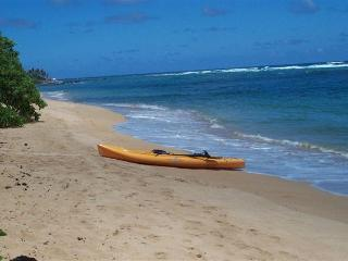 """On the Ocean Beach Cottage """"A Real Island Escape"""" - Anahola vacation rentals"""