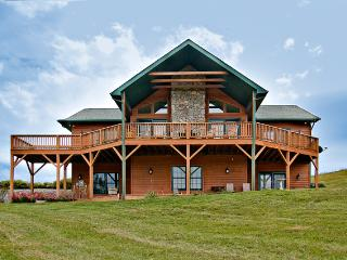 SPECIAL OFFER-Pet-Friendly 4BR Waynesville Family Cabin w/Hot Tub & Great Views - Waynesville vacation rentals