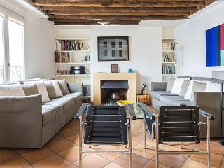 Appt sleeps 4 - 2 bathrooms - center of the Marais - Paris vacation rentals