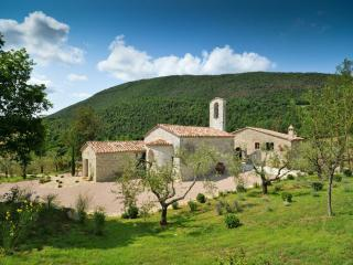 Chiesa Del Carmine, Luxury Umbrian Villa Sleeps 14 - Umbria vacation rentals