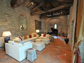Chiesa Del Carmine, Luxury Umbrian Villa Sleeps 14 - Pierantonio vacation rentals