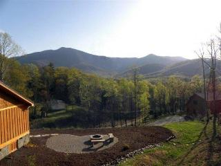 Sunset Ridge. Views!!! HIKING, FISHING, CLOSE TO MOUNT MITCHELL & GOLFING. CONVENIENT LOCATION. - Spruce Pine vacation rentals