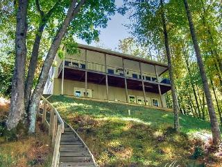 Creek-Side Haven. Rushing Creek, Private, 4/2.5 - Burnsville vacation rentals