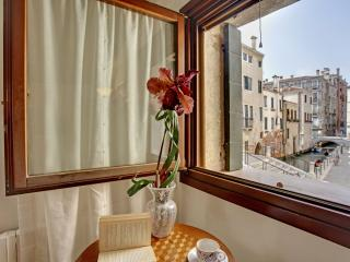Lovely apartment Ca' del Rio, 7 minutes to Rialto, - Venice vacation rentals