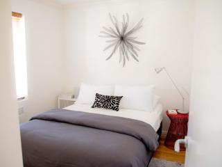 Chic Walk To Village 1 BR FREE WIFI - Melbourne vacation rentals