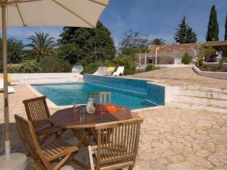 Quality small villa on pleasant residential area - Portimão vacation rentals