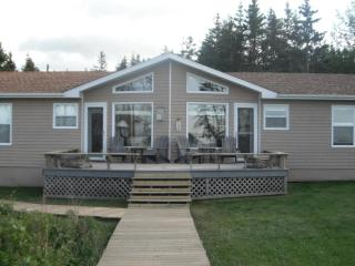 4 Bdrm, 4 Star, BEACHFRONT, Sleeps 9 plus baby! - Cardigan vacation rentals