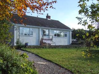 ROOTS AND BERRY HOUSE, single-storey, modern cottage, woodburner, near Symonds Yat, Ref 20384 - Allensmore vacation rentals