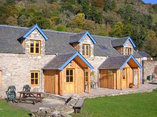 BUGABOO COTTAGE, pet-friendly, garden, close walking in Aberfeldy Ref 21366 - Dunkeld vacation rentals