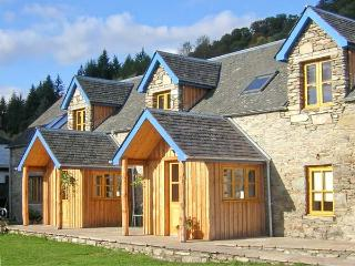 LARCH COTTAGE, pet-friendly cottage near walks, watersports, in Aberfeldy Ref 21598 - Aberfeldy vacation rentals