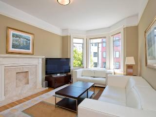 6 Bedroom 4 Bathroom w Parking and Washer/Dryer - San Francisco vacation rentals