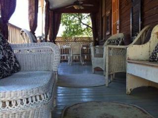 Isabella House: Vintage 1885 Cottage  601-660-4345 - Mississippi vacation rentals