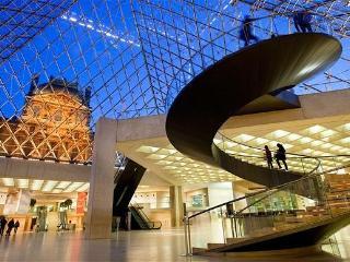 Jewel in Louvre! Parisian 2 Bedroom Apartment - Paris vacation rentals