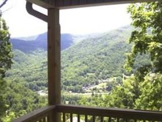 Mountain Suite With Stunning Views & Deck Dining - Maggie Valley vacation rentals