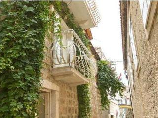 Charming two bedroom studio apartment near center Trogir - Trogir vacation rentals