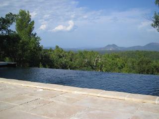 Magnificent view with a pool near Aix-en-Provence - Ixelles vacation rentals