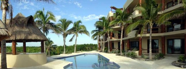 Pool and jacuzzi - Best View in Mahahual Condo w/180 view of Sea #102 - Majahual - rentals