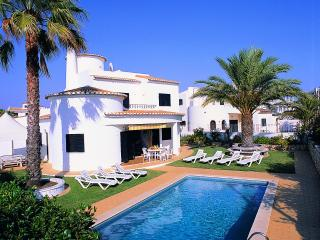 Nice 4bdr villa w/ AC just 250m from Galé beach - Albufeira vacation rentals