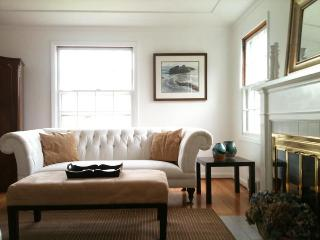 Elegant Hilltop Family Home - Close to Downtown - Portland vacation rentals