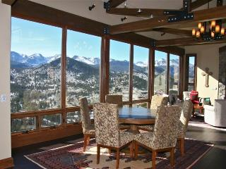 Stewart Highlands: Panoramic RMNP Views, 6 Bdrms, Hot Tub, Pool Table, Wildlife - Estes Park vacation rentals