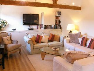 THE CIDER BARN, luxury studio accommodation, with off road parking and garden, in Mere, Ref 20754 - Mere vacation rentals