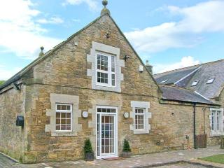 HORSLEY BANKS FARM COTTAGE, en-suite, courtyard, close pub and Heddon-on-the-Wall Ref 21729 - Northumberland vacation rentals