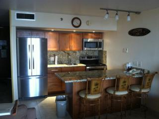 Nice Apartment in Lahaina with Internet Access, sleeps 2 - Lahaina vacation rentals