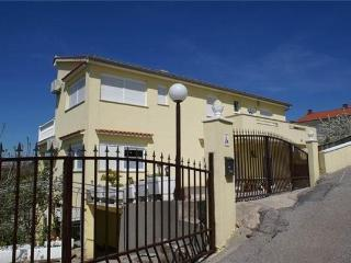 2 bedroom Apartment with Tennis Court in Baska - Baska vacation rentals