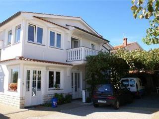 Nice 2 bedroom Baska Apartment with Tennis Court - Baska vacation rentals