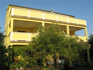 1 bedroom Apartment with A/C in Banjol - Banjol vacation rentals