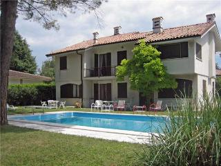 5 bedroom Villa in Pacengo, Lazise, Lake Garda, Italy : ref 2067394 - Pacengo vacation rentals