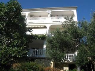 Nice 1 bedroom Condo in Banjol with Tennis Court - Banjol vacation rentals