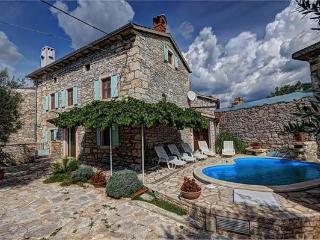 5 bedroom Villa in Orihi, Istria, Croatia : ref 2061367 - Orihi vacation rentals