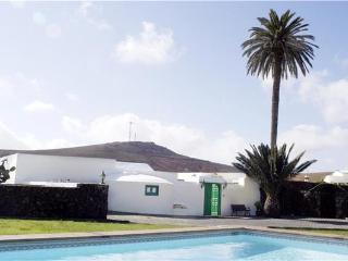 4 bedroom Villa in Los Valles, Lanzarote, Canary Islands : ref 2065108 - Los Valles vacation rentals