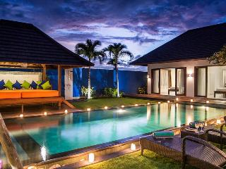 VILLA KIRGEO, 100M FROM BEACH, FANTASTIC STAFF - Canggu vacation rentals