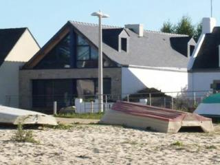 Comfortable House in Morbihan with Private Outdoor Pool, sleeps 10 - Morbihan vacation rentals