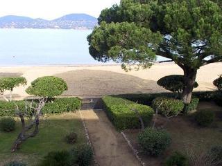 Wonderful 2 Bedroom Saint Tropez House with a Garden - Saint-Tropez vacation rentals