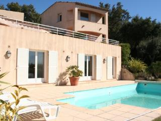 Charming House with Television and Microwave - Grimaud vacation rentals
