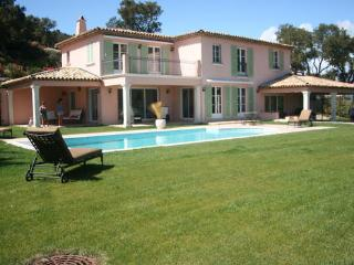 Beautiful House with Internet Access and A/C - Grimaud vacation rentals