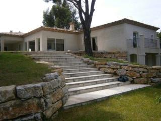 4 bedroom House with Internet Access in Grimaud - Grimaud vacation rentals