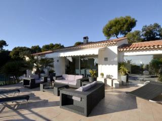 3 Bedroom House with a Pool and Garden, Villefranche sur Mer - Beaulieu-sur-mer vacation rentals