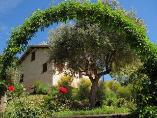 Lovely 4 bedroom Macerata House with Private Outdoor Pool - Macerata vacation rentals