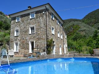 4 bedroom House with Private Outdoor Pool in Levanto - Levanto vacation rentals