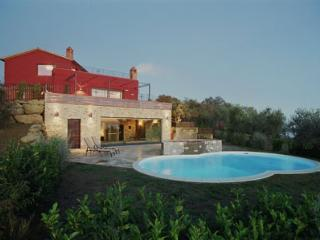 3 bedroom House with Private Outdoor Pool in Lago Trasimeno - Lago Trasimeno vacation rentals