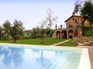 Bright 6 bedroom House in Lucignano with Private Outdoor Pool - Lucignano vacation rentals
