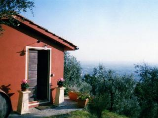 Bright 2 bedroom House in Montecatini Terme with A/C - Montecatini Terme vacation rentals