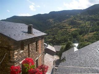 32921-Holiday house Pyrenees - Province of Lleida vacation rentals