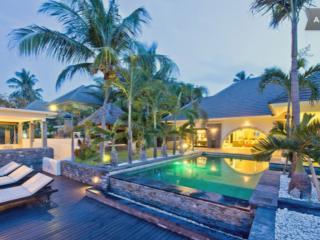 BEACHFRONT SUPERVILLA WITH STAFF swimpool jaccuzzi - Bali vacation rentals